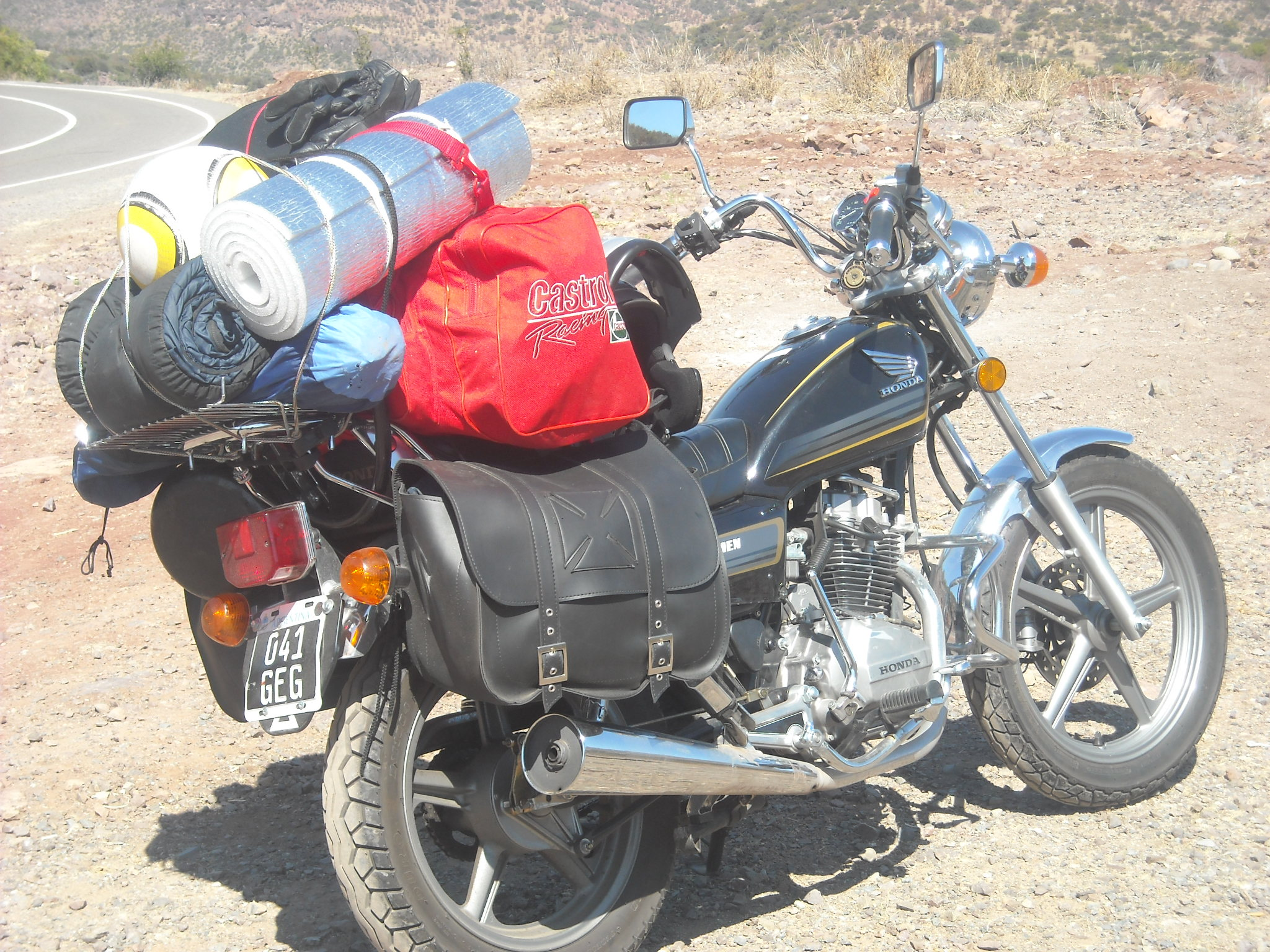 moto-muy-cargada