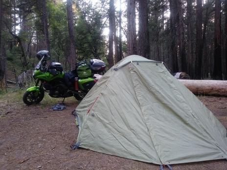 Acampar a las afueras de Yosemite.